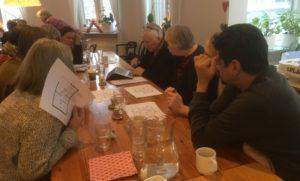 Medlemmar på möte.